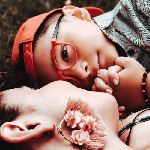 complicité entre mère et fils